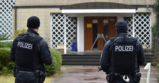 More police protection of synagogues and further tightening of weapons law among measures to combat anti-Semitism and right-wing extremism in Germany