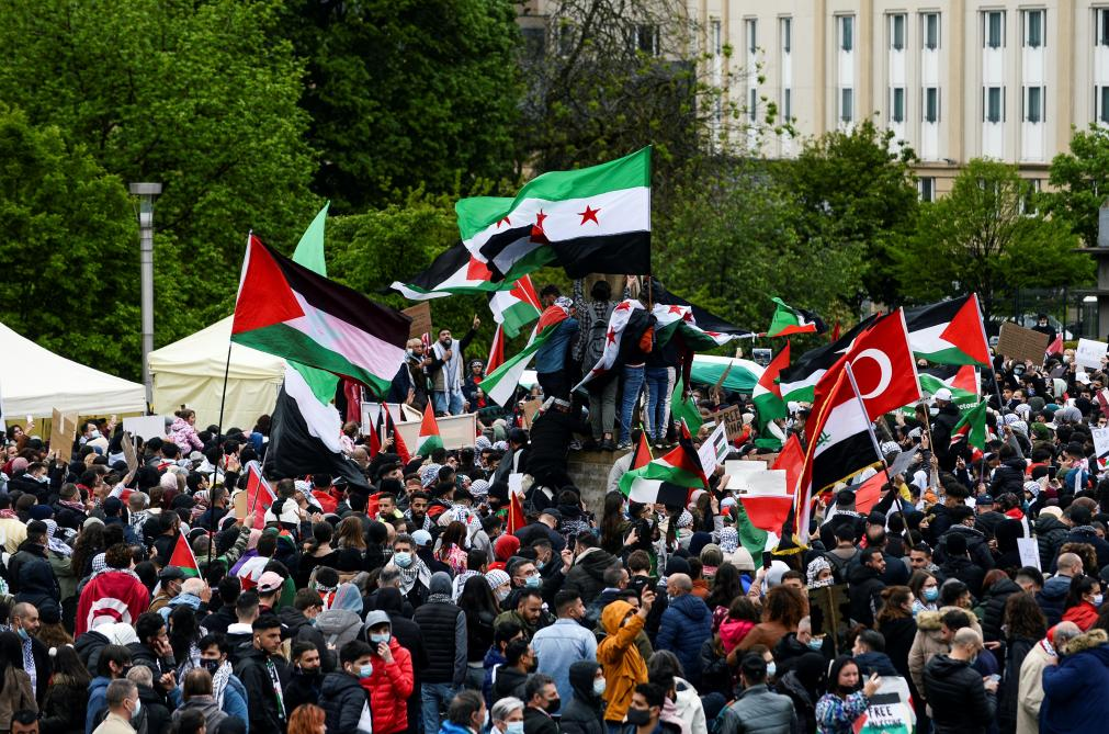 Shocking scenes of Hamas sympathisers in Brussels shouting hatred against Israel, Jews