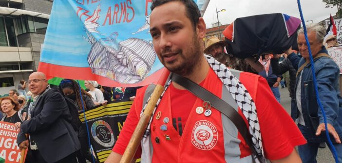 At anti-arms rally, reinstated British Labour Party member chants for Israel's destruction